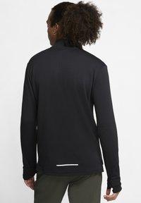 """Nike Performance - NIKE PERFORMANCE HERREN LAUFSHIRT """"THERMA SPHERE 3.0"""" LANGARM - Long sleeved top - black - 2"""