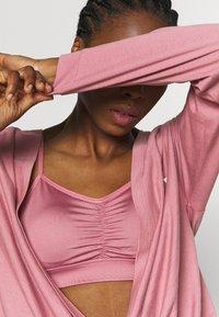 Puma - PAMELA REIF X PUMA COLLECTION OVERLAY CREW - Camiseta de manga larga - mesa rose - 4