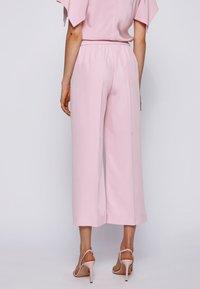 BOSS - SIAMO - Trousers - light purple - 2