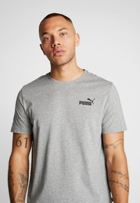 Puma - SMALL LOGO TEE - T-shirt - bas - medium grey heather - 4