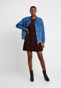 Dorothy Perkins - DITSY FLORAL FIT FLARE - Jerseykjoler - red - 2