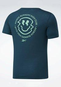 Reebok - RUN ESSENTIALS SPEEDWICK T-SHIRT - Print T-shirt - green - 5