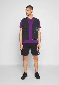 Hollister Co. - ICONIC LOGO - Pantalones deportivos - black - 1