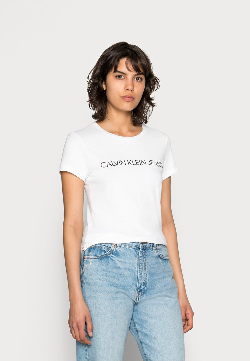 Calvin Klein Jeans - INSTITUTIONAL LOGO TEE - Camiseta estampada - bright white
