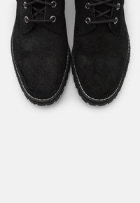Superdry - COMMANDO BOOT - Šněrovací kotníkové boty - black - 5