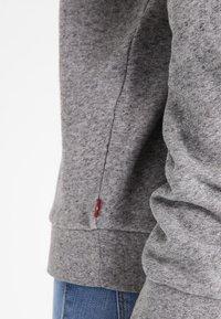Levi's® - RELAXED GRAPHIC CREW - Sweatshirt - smokestack heather - 5