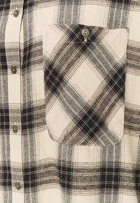 Noisy May - NMERIK WINTER OVERSIZE SHIRT - Button-down blouse - white pepper/black - 2