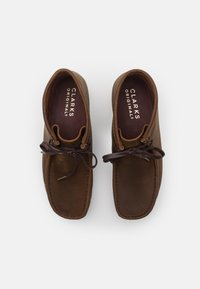 Clarks Originals - WALLABEE - Casual lace-ups - beeswax - 3