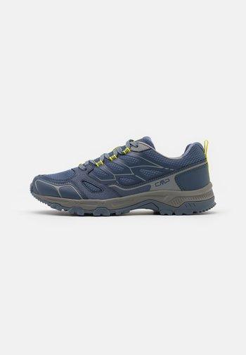 ZANIAH TRAIL SHOE - Chaussures de running - lead