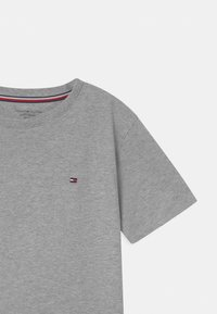 Tommy Hilfiger - 2 PACK  - T-Shirt basic - grey - 3