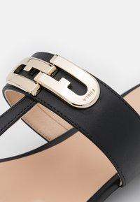 Furla - CHAIN THONG - T-bar sandals - nero - 6