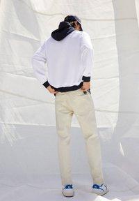 PULL&BEAR - Straight leg jeans - mottled beige - 5