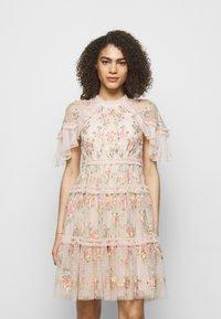Needle & Thread - EMMA DITSY MINI DRESS - Koktejlové šaty/ šaty na párty - strawberry icing - 0