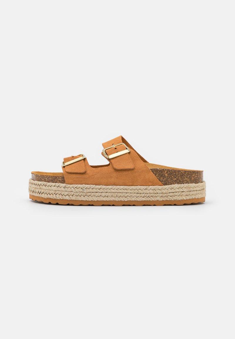 Copenhagen Shoes - FOREVER - Slip-ins - whiskey