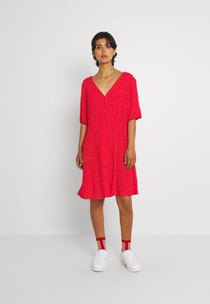 WINONA DRESS - Vardagsklänning - red
