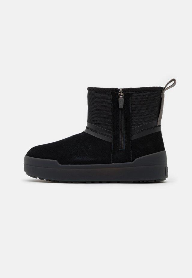 CLASSIC TECH MINI - Zimní obuv - black
