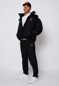 Calvin Klein Jeans - OVERSIZED PUFFER JACKET - Piumino - black - 3