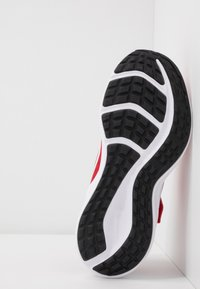 Nike Performance - DOWNSHIFTER 10 - Zapatillas de running neutras - universe red/white/black - 5