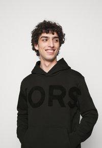 Michael Kors - LOGO HOODIE - Sweatshirt - black - 4