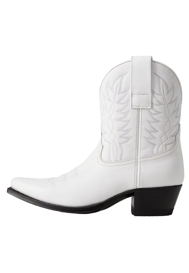 CARMELI - Cowboy/biker ankle boot - white