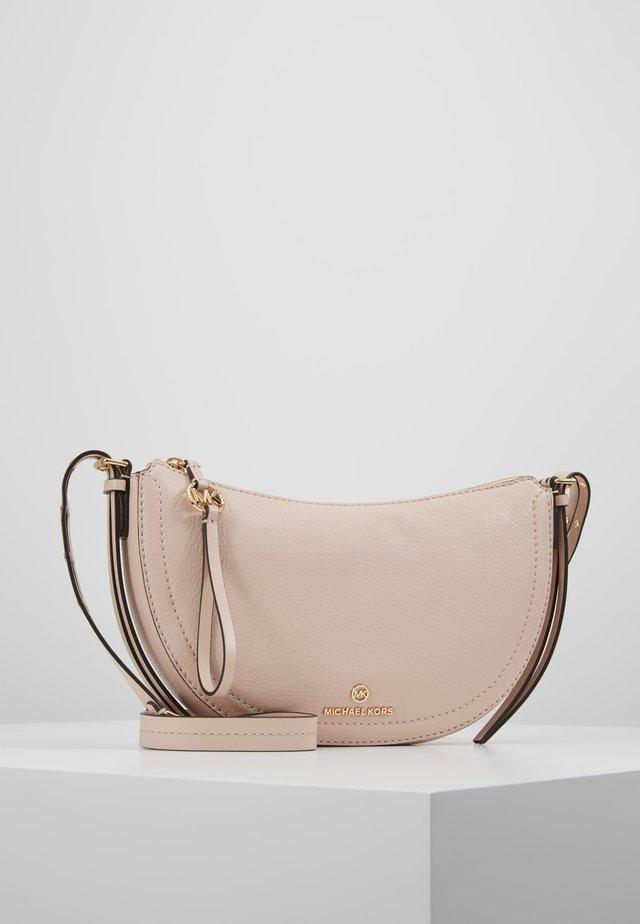 CAMDEN SMALL - Taška spříčným popruhem - soft pink