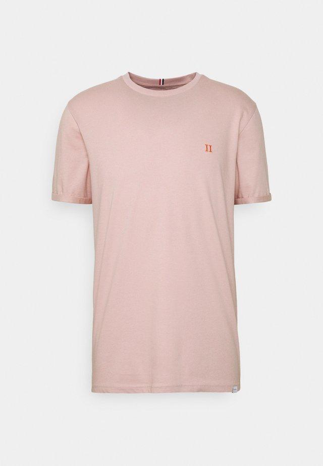 NØRREGAARD - T-shirt basic - dusty rose orange