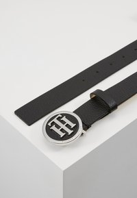 Tommy Hilfiger - ROUND BUCKLE BELT - Belt - black - 2