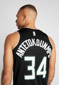 Nike Performance - NBA MILWAUKEE BUCKS GIANNIS ANTETOKOUNMPO STATEMENT - Club wear - black - 3