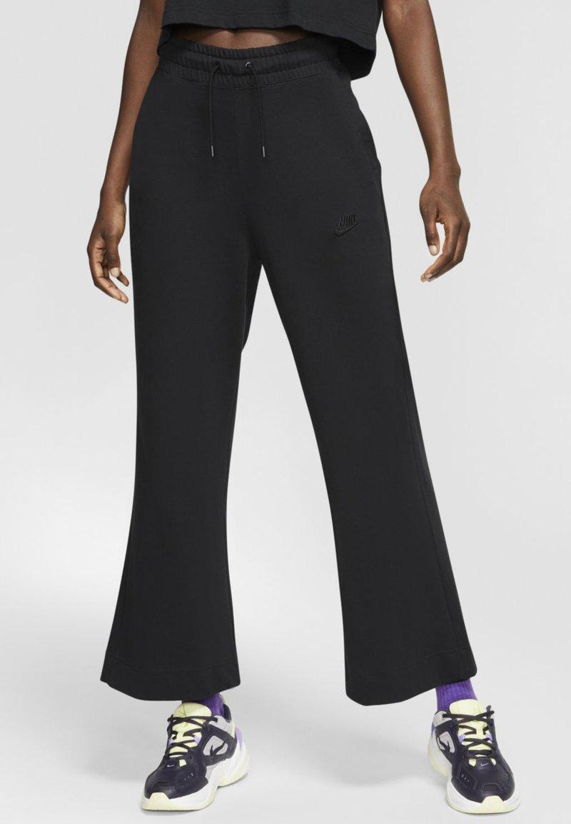 Nike Sportswear - SPODNIE DAMSKIE  - Teplákové kalhoty - black/dark smoke grey