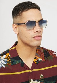 Guess - Sunglasses - gold-coloured - 1