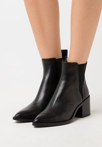 Steve Madden - AUDIENCE - Classic ankle boots - black - 5