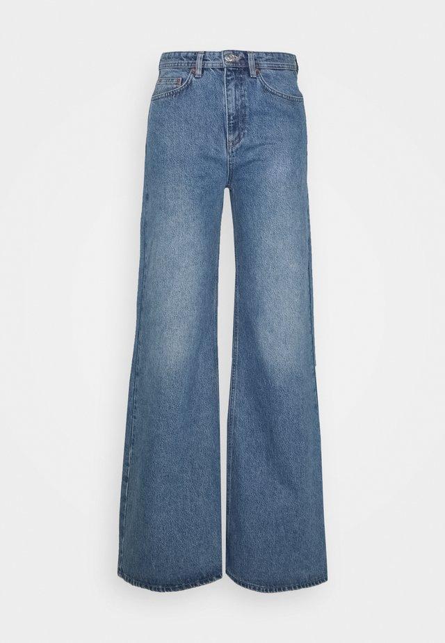 KIMMY - Jean bootcut - desert blue