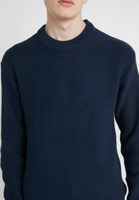 J.LINDEBERG - CASWELL TAPE - Pullover - navy - 5