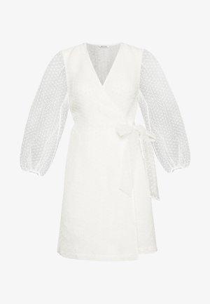 AMY DRESS - Denní šaty - white