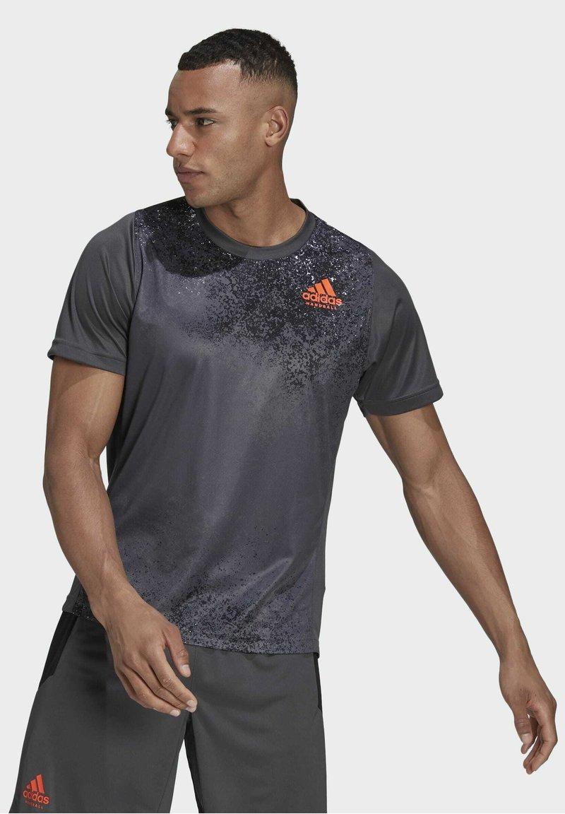adidas Performance - HB TRAIN T M - Print T-shirt - grey