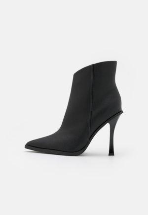 HANDSOME POINT BOOT - Korte laarzen - black