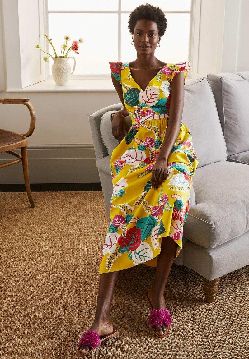 Boden - ANDREA - Maxi dress - narzissengelb  tropischer urlaub