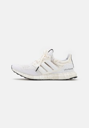 ULTRABOOST DNA STAR WARS PRIMEKNIT RUNNING SHOES UNISEX - Sneakersy niskie - white/footwear white/core black