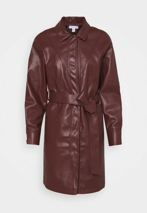 BELTED SHAKETT - Manteau court - burgundy