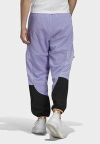 adidas Originals - ADV BLK PNT ADVENTURE ORIGINALS REGULAR TRACK PANTS - Träningsbyxor - purple - 1