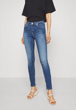 SUPER SKINNY - Skinny džíny - mid blue