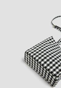 PULL&BEAR - Across body bag - black - 4