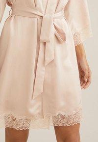 OYSHO - MIT SPITZE - Dressing gown - beige - 3