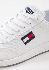 Tommy Jeans - FLEXI RUNNER - Zapatillas - white - 5