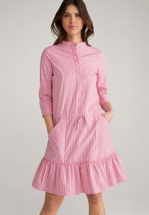 Shirt dress - pink/weiß