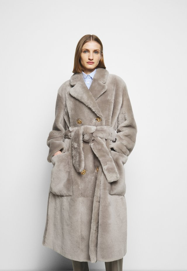 LUXURY COAT - Klassinen takki - dove