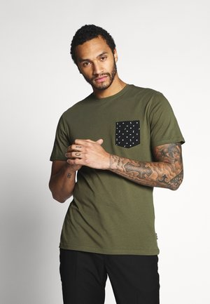 ONSNOVICE TEE - T-shirt med print - olive night