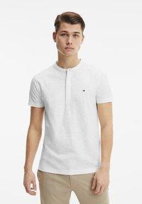 Tommy Hilfiger - Polo shirt - ecru - 0