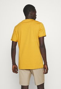 Les Deux - NØRREGAARD - T-shirt basique - yellow - 2