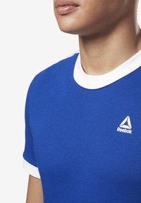 Reebok - TRAINING ESSENTIALS LINEAR LOGO TEE - Print T-shirt - blue - 3